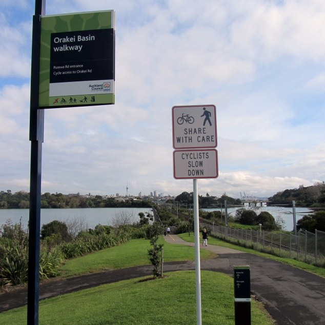 I began the Orakei Basin walk at the Purewa Road entrance